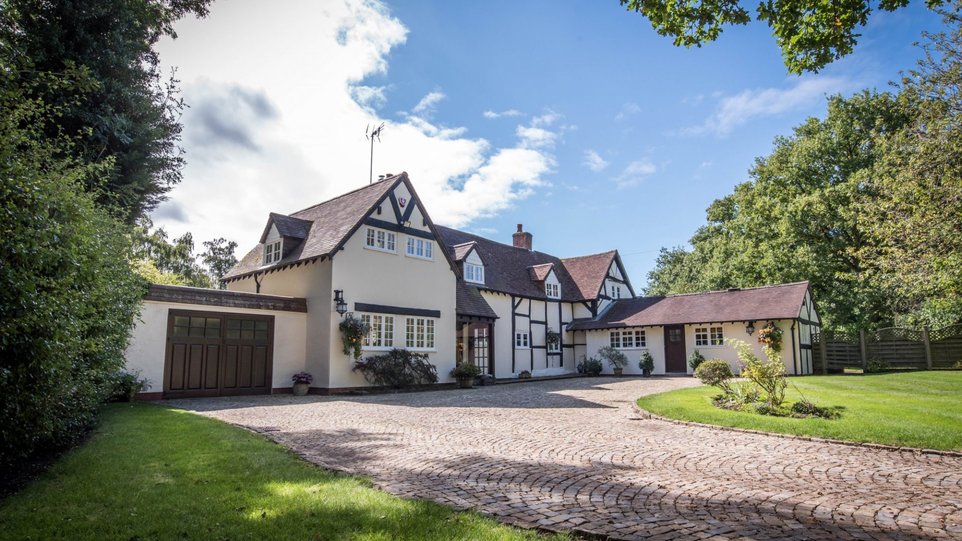 Rising Lane, Lapworth for sale with Mr and Mrs Clarke estate agent