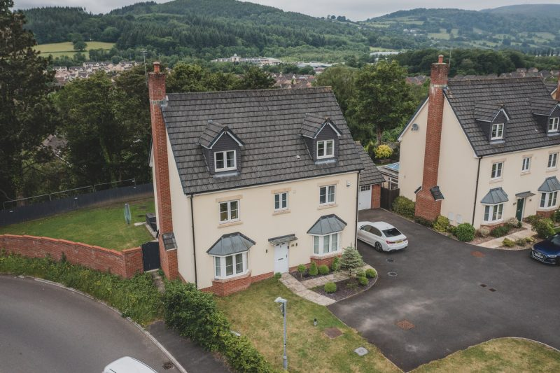 More about Risca Road, Rogerstone with estate agent Mr and Mrs Clarke