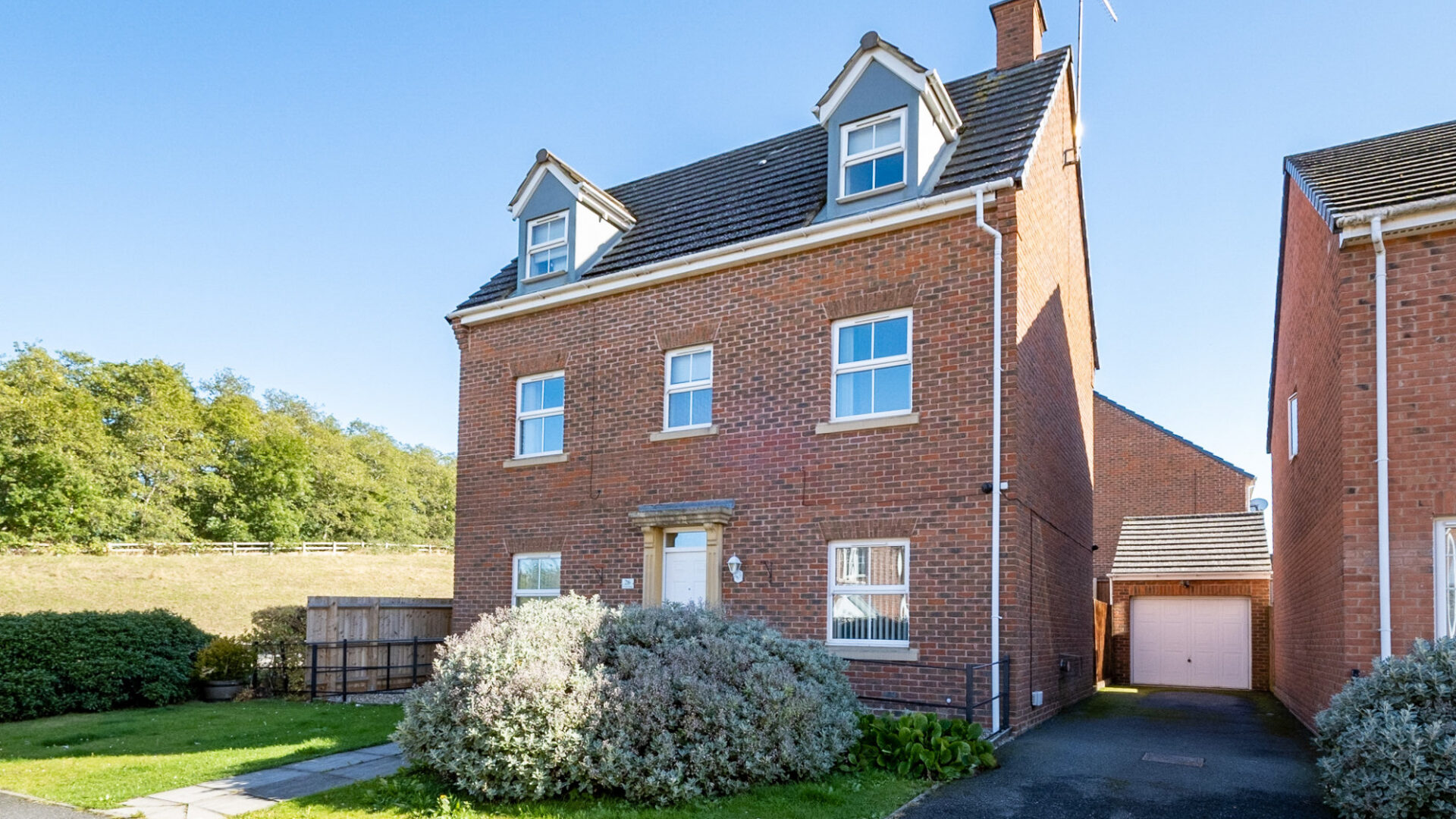Wren Close, Corby for sale with Mr and Mrs Clarke estate agent