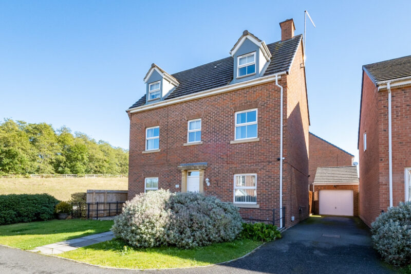More about Wren Close, Corby with estate agent Mr and Mrs Clarke