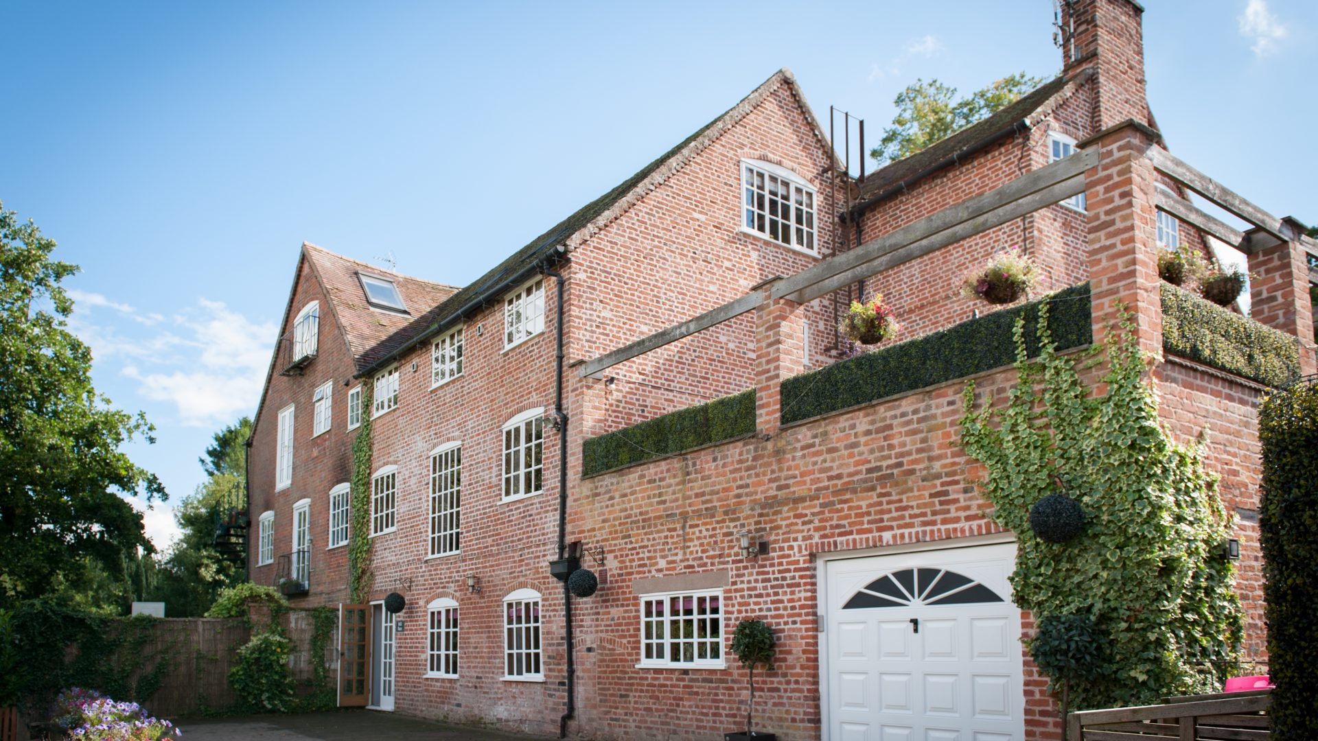 Mill Race, Henley-In-Arden for sale with Mr and Mrs Clarke estate agent
