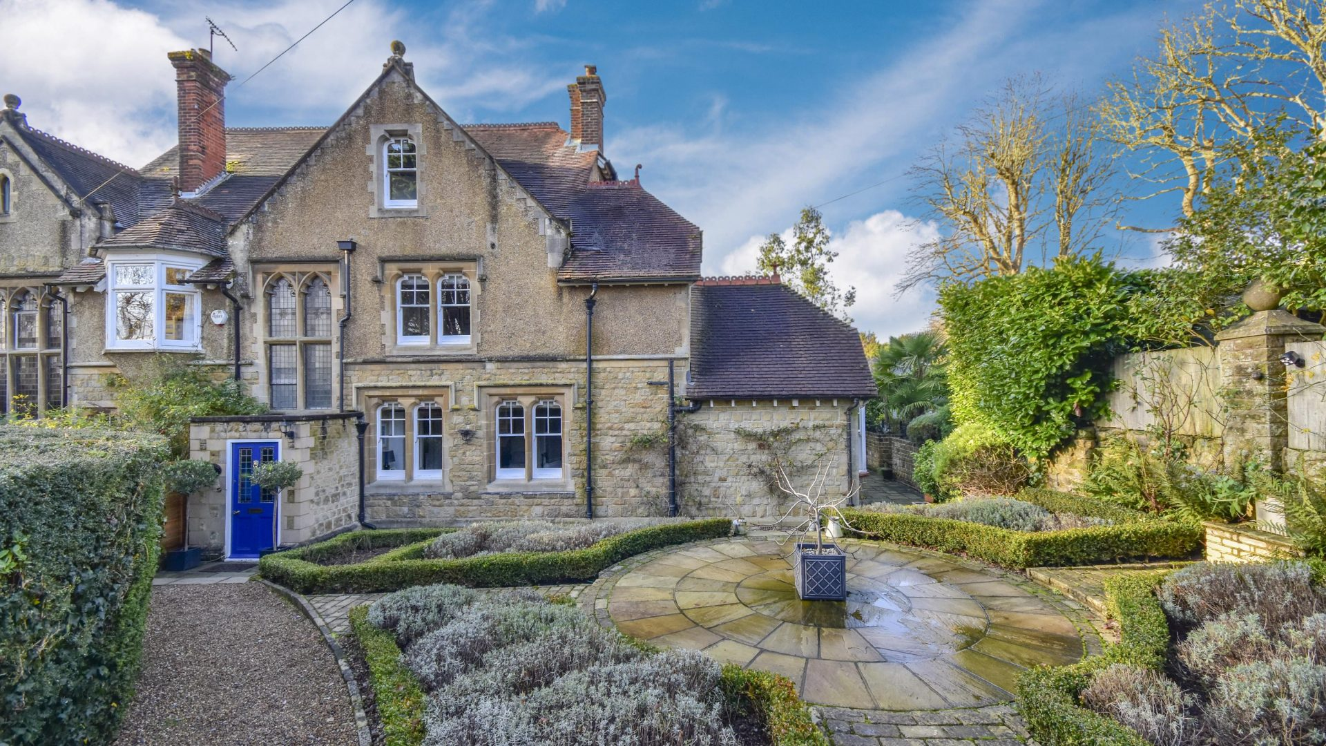Pains Hill, Limpsfield Chart for sale with Mr and Mrs Clarke estate agent