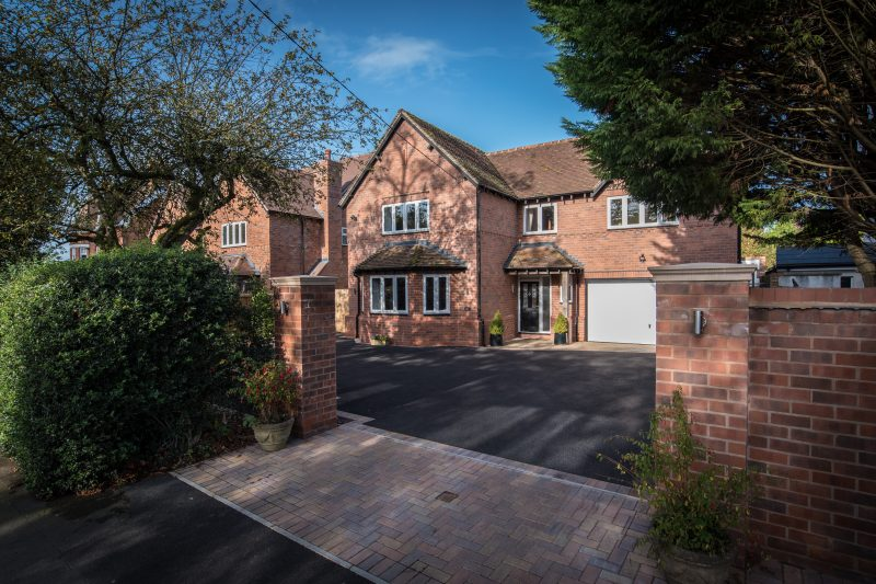 More about Avenue Road, Dorridge with estate agent Mr and Mrs Clarke